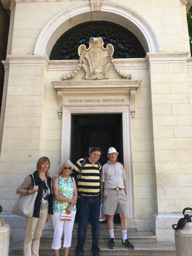 Fans of the Italian language in front of the great Dante's tomb